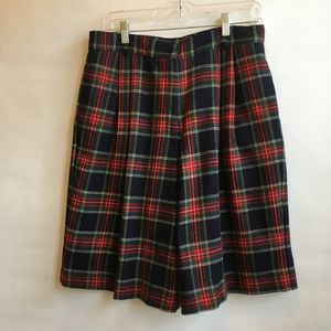 VINTAGE 100% PURE WOOL CULOTTES IN TARTAN PLAID.